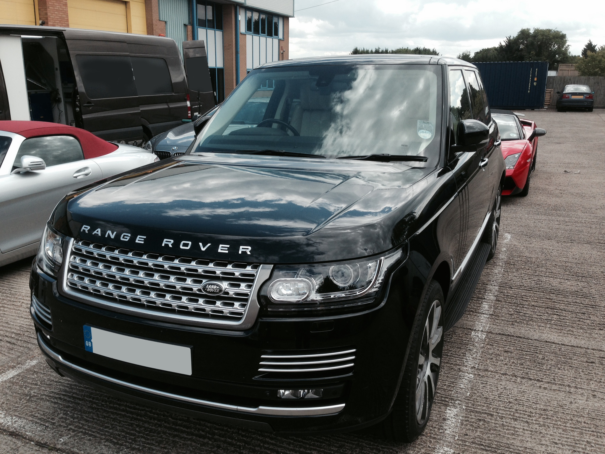 uk range rover vogue autobiography 3 0 litre tdv6 se hire rent a range rover vogue. Black Bedroom Furniture Sets. Home Design Ideas